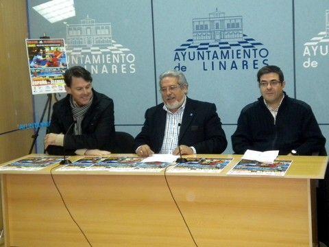 José Robles, Juan Sánchez y Esteban Robles en el acto de esta mañana en Linares.