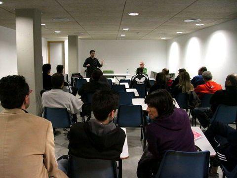 Un momento de la charla del vienes. (Foto: Íñigo Villacieros)