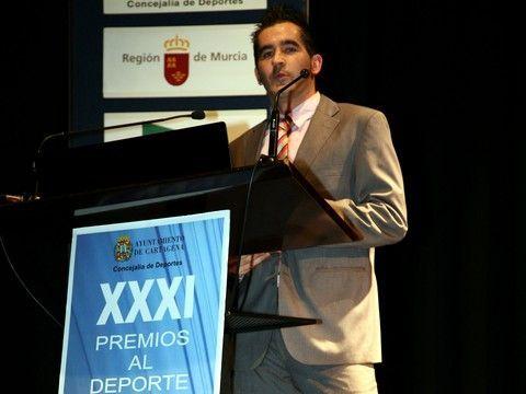 Jesús Cantero dirigiéndose al numeroso público asistente al acto.