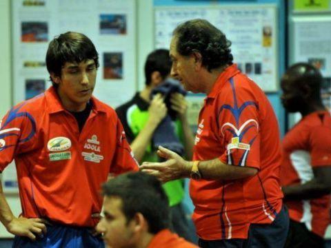 Javier González (derecha) dando instrucciones a Alejandro Hortal. (Foto: Alberto Cano)