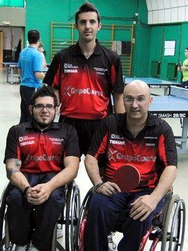 Piñas y Miguel Rodríguez junto a José Manuel Ruiz. (Foto: Comunicación CTM CajaGranada)