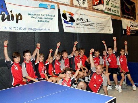 Cantera del Falcons de Sabadell mostrando la pulsera de esta nueva iniciativa.