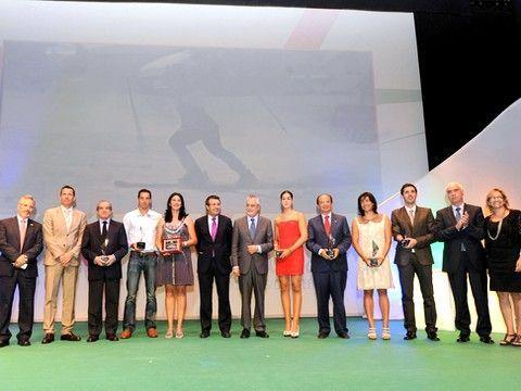 José Manuel Ruiz junto al resto de galardonados y autoridades. (Foto: www.juntadeandalucia.es)