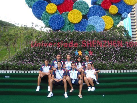 Los representantes españoles en las instalaciones de la Universiada en la jornada de ayer.