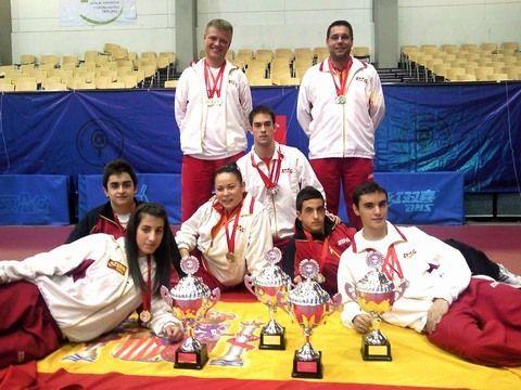 Arriba los técnicos Valeri Malov y Daniel Valero y abajo de izquierda a derecha Laura Ramírez, Iván Cuevas, Patricia Fernández, Alejandro Calvo, Miguel Ángel Vílchez y Carlos Franco.