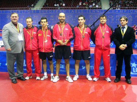 El equipo español junto al Vicepresidente de la ETTU Aleksandar Matkovic