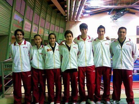 Los representantes españoles en el recinto de juego.