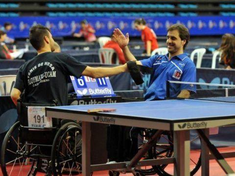 Iker Sastre y Antonio P. Marín se saludan tras el término de la final. (Fot: Alberto Cano)