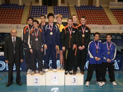 El equipo junior masculino en el podium. (Foto: ITTF)