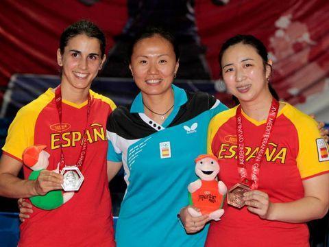 Sara Ramírez, Zhu Fang y Yanfei Shen posan con las medallas logradas. (Foto: COE)