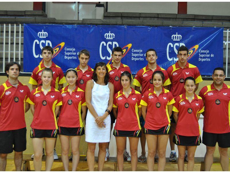 El equipo español en la concentración de Madrid junto a Marta Angulo, Técnico de Alta Competición del CSD para Tenis de Mesa