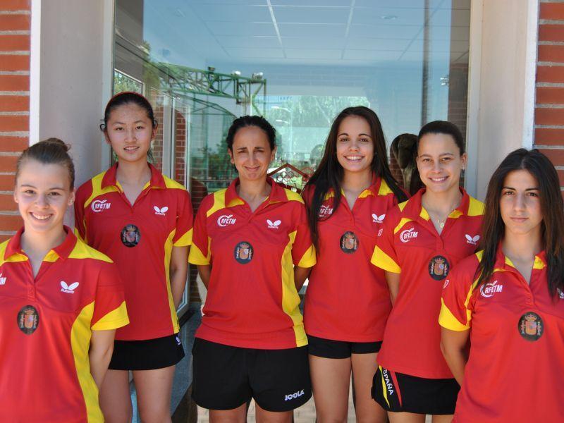 Jessica Hernández junto al equipo femenino junior y cadete.