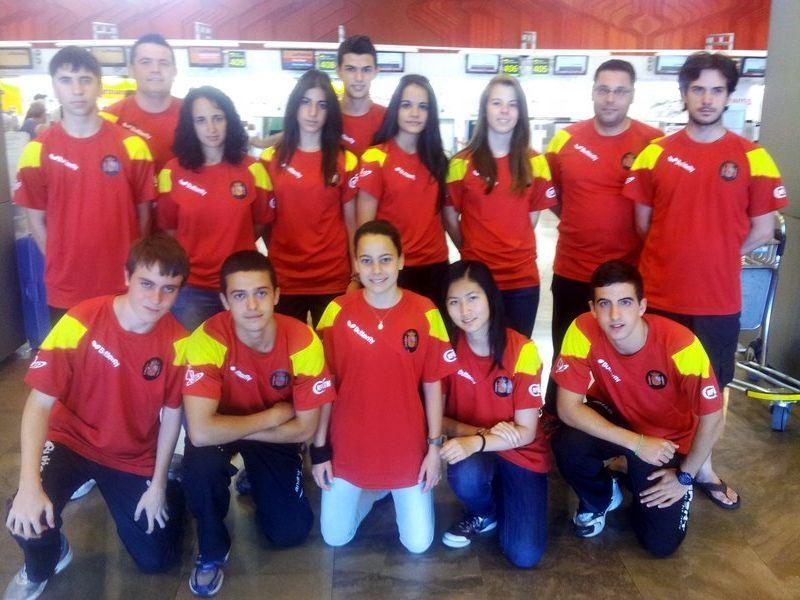 El equipo español en el aeropueerto de Barajas antes de despegar hacia la República Checa.