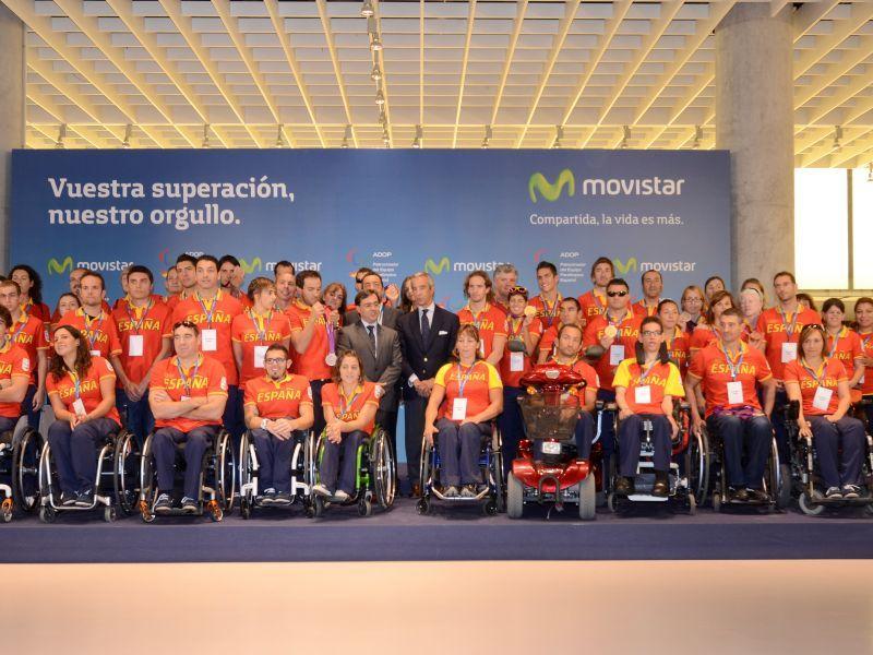 El equipo paralímpico español en su visita a Telefónica tras los Juegos Paralímpicos de Londres. (Foto: CPE)