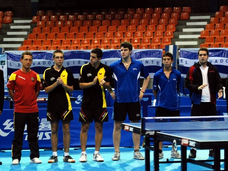 El equipo masculino en la presentación de la final