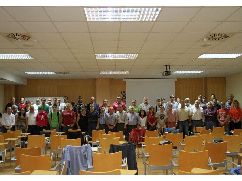 Foto de grupo de los asistentes.