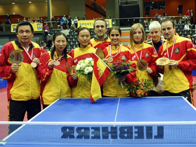 El equipo español con las medallas conseguidas.