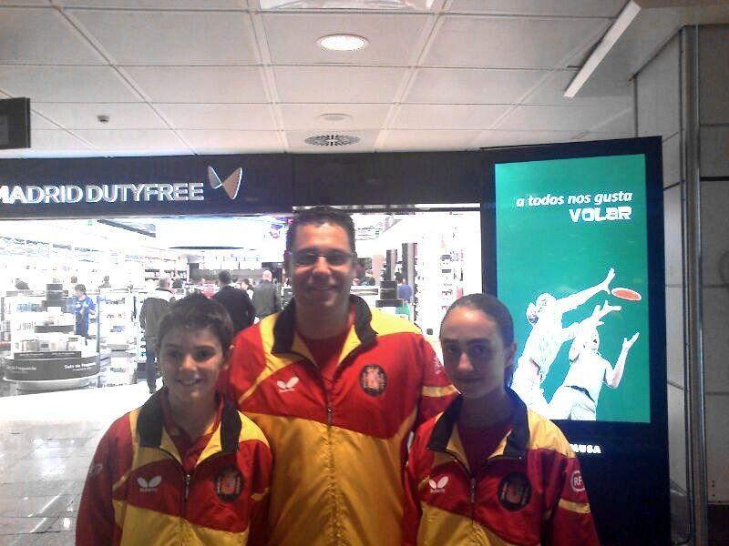 Miguel Núñez, Daniel Valero y Enma Ruiz antes de su salida hacia Bélgica