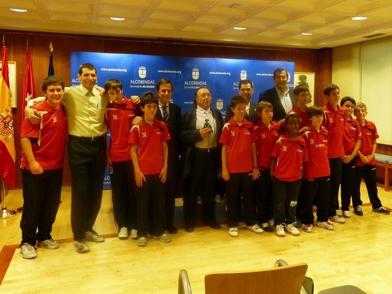 Autoridades y representantes del Club Alcobendas.