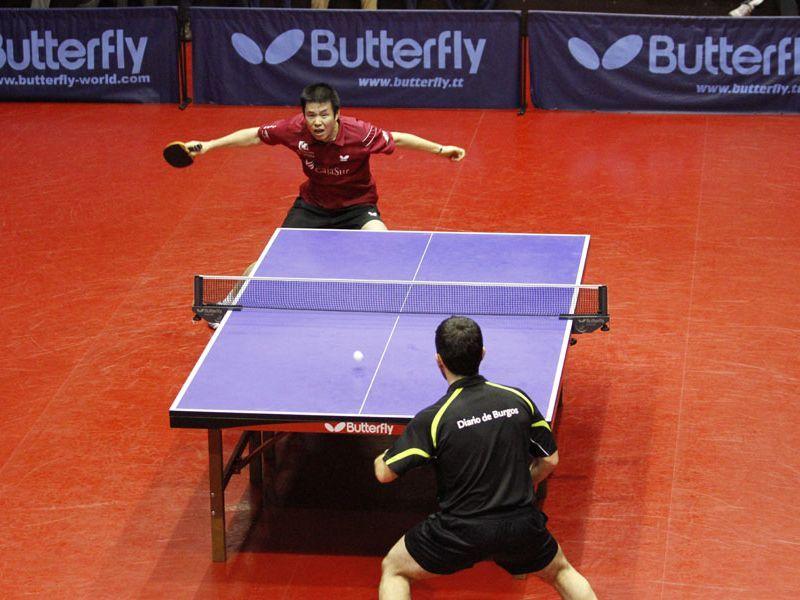 Punto final entre Dong y Ausín en el partido que enfrentó a CajaSur Priego y Clínica Colina Burgos. (Foto: Priego TM)