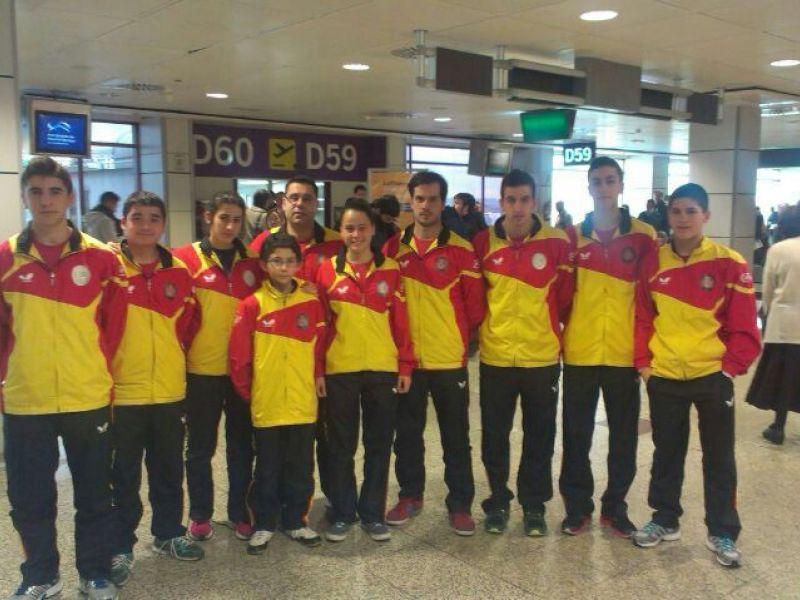 Algunos de los representantes de la expedición española esta mañana antes de volar hacia Suecia.