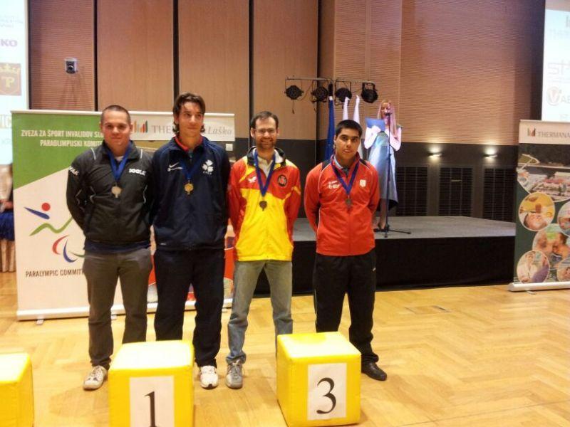 Eduardo cuenta en el podio individual de clase 11.