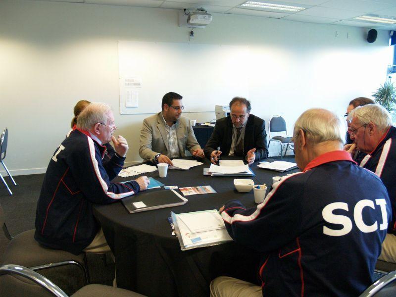 Momento de la firma realizada esta mañana con el Swaythling Club International.