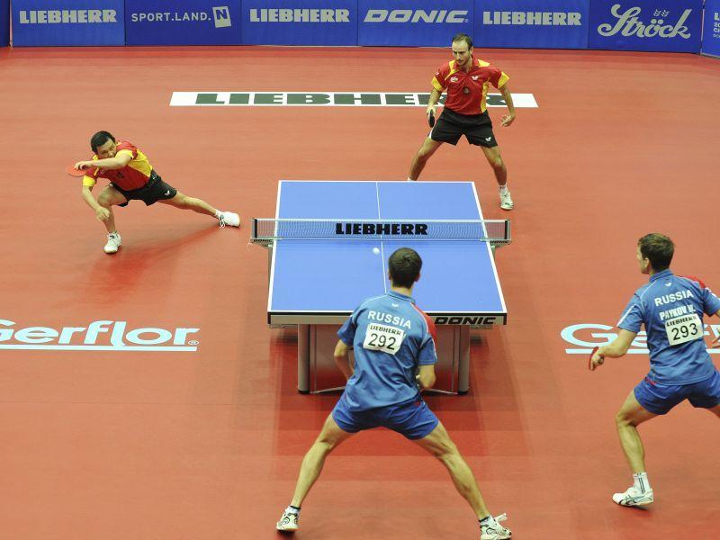 """He Zhiwen """"Juanito"""" y Carlos Machado formando pareja de dobles en el pasado europeo de Austria."""