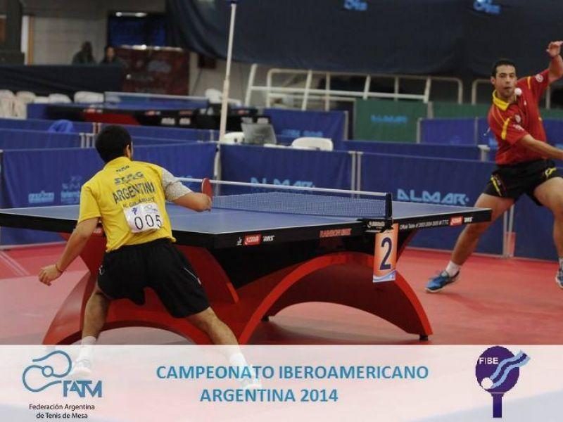 Endika Díez en un momento de la final individual de hoy. (Foto: Federación Argentina de Tenis de Mesa)