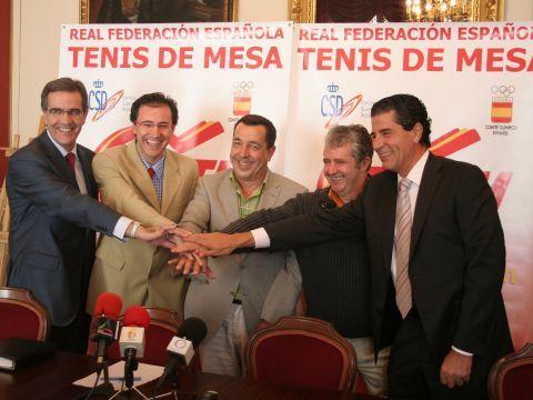 De izquierda a derecha: Jesús Pérez, Miguel Ángel Machado, Ricardo Millán, Rafael Rivero y Ramón Jiménez.