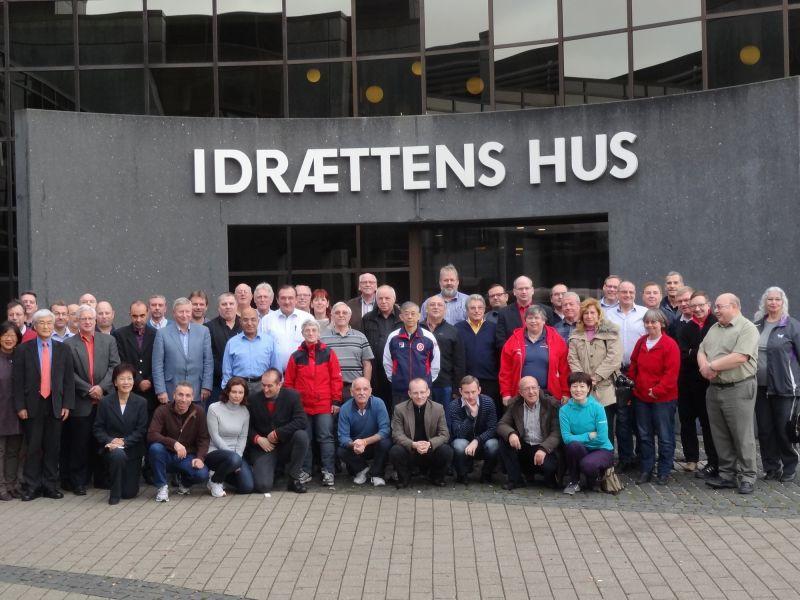 Foto de grupo de los participantes en esta Conferencia de Jueces Árbitros Internacionales celebrada en Dinamarca