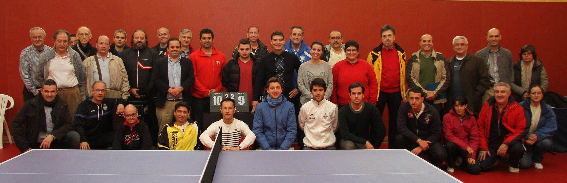 Foto de grupo de los participantes en el Seminario de Entrenadores de la Federación Madrileña de Tenis de Mesa.