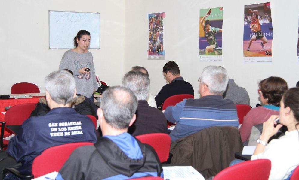 Sesión teórica a cargo de Raquel Rodríguez.