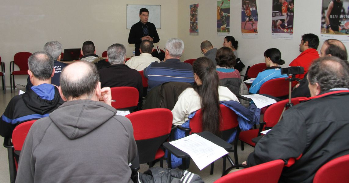 Sesión teórica a cargo de Eduardo Lázaro.