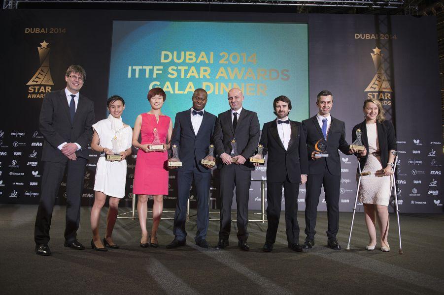 Valera y Velázquez con el resto de galardonados. (Foto: ITTF).