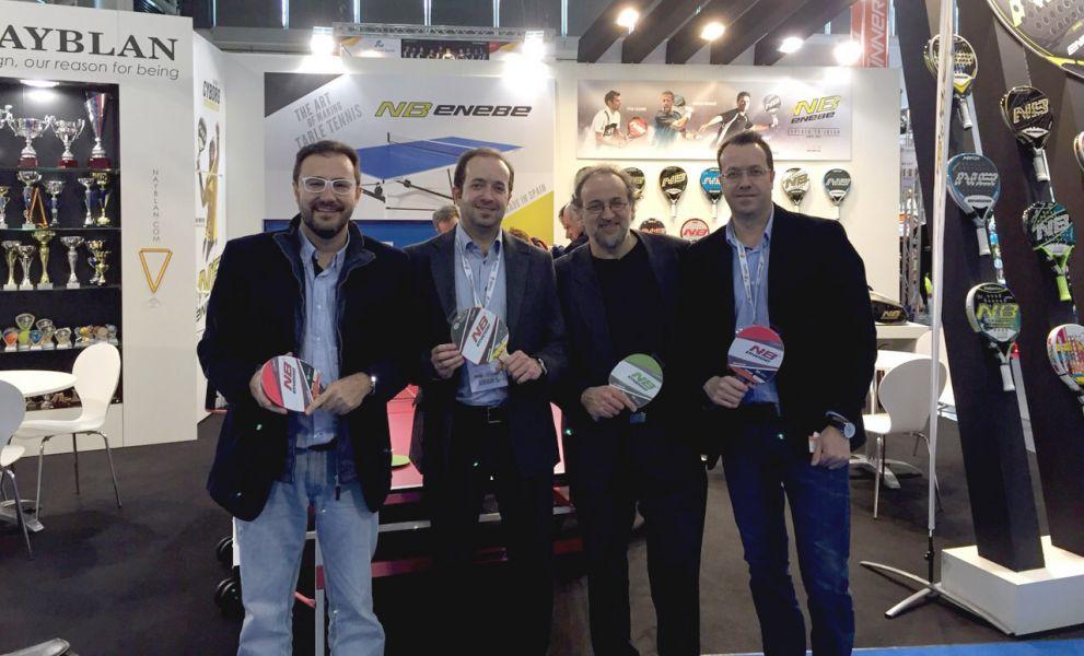 La delegación española en el stand de la firma alicantina ENEBE.