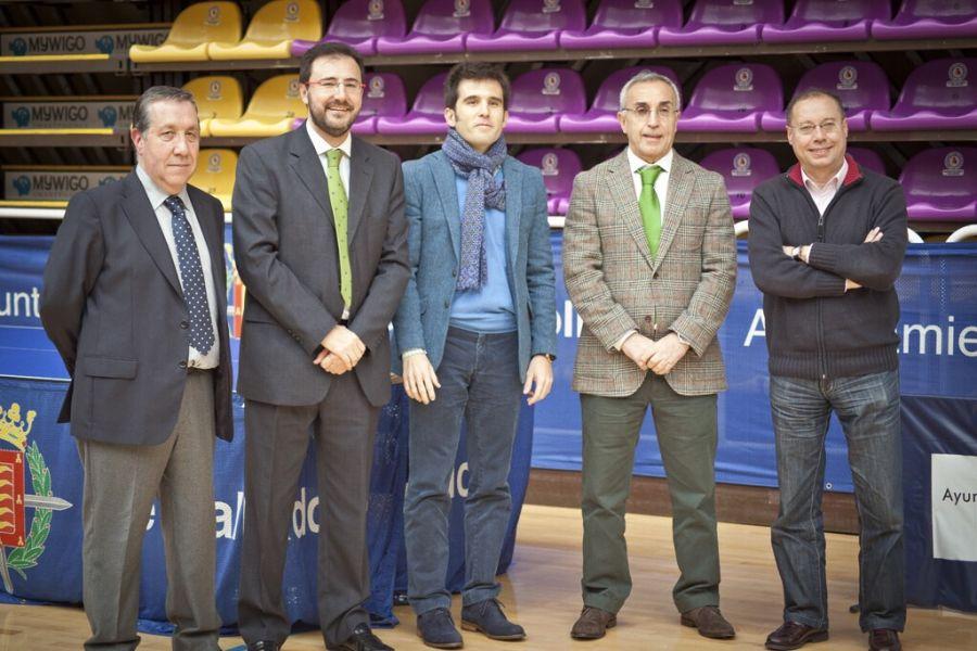 El Presidente del COE Alejandro Blanco y el Presidente de la RFETM Miguel Ángel Machado, acompañado del resto de autoridades. (Foto: CINCUENTACIENTOVEINTE)