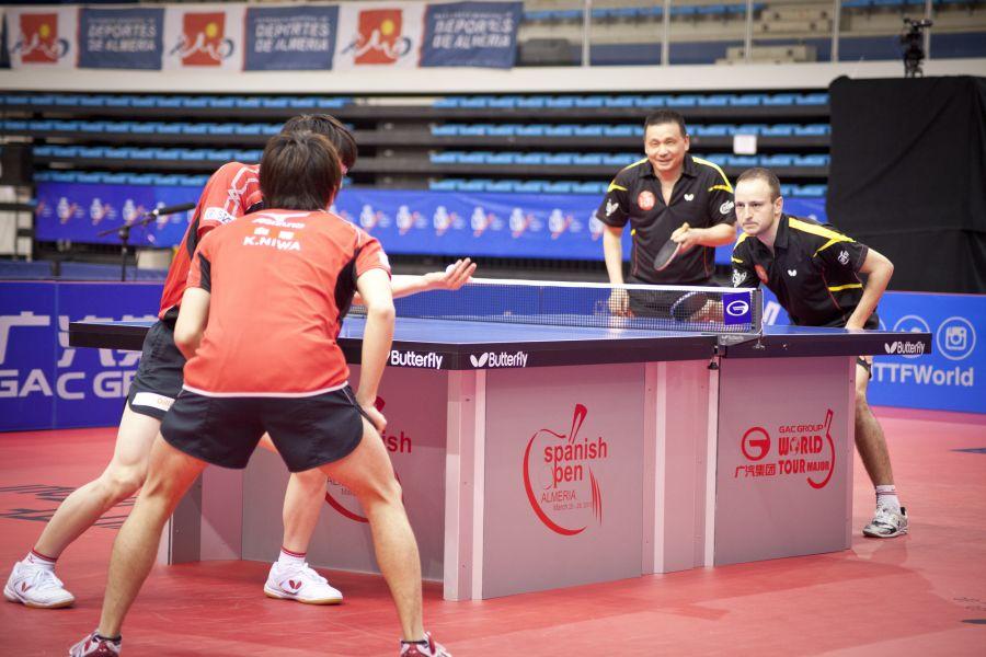 """He Zhiwen """"Juanito"""" y Carlos Machado en la semifinal de esta tarde. (Foto: CINCUENTACIENTOVEINTE)"""