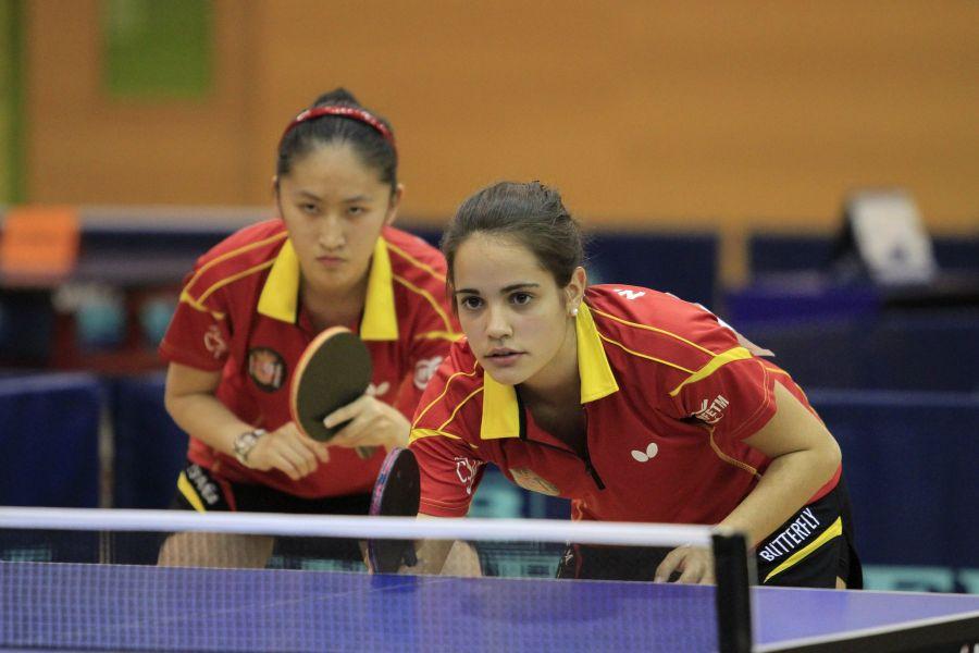 Escartín y Zhang durante la final de dobles.