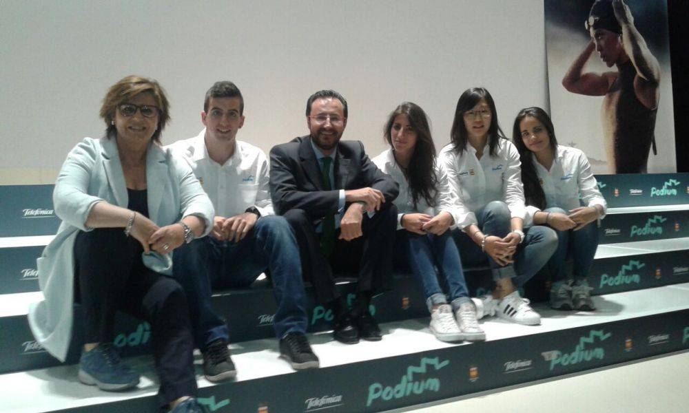 Nuestros deportistas junto a María Escario y Miguel Ángel Machado.