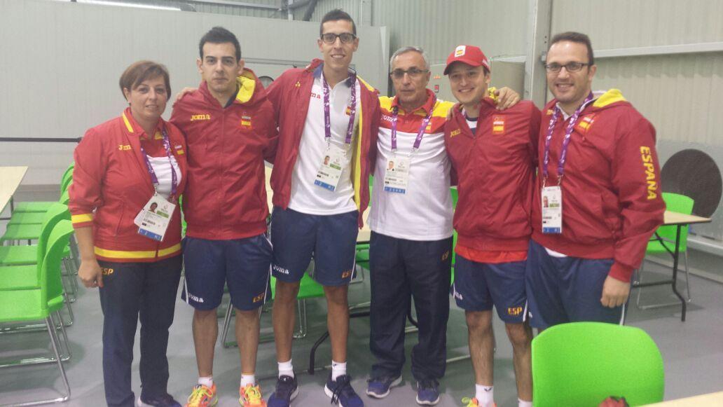 Parte del equipo español en Bakú con el presidente del COE, Alejandro Blanco.