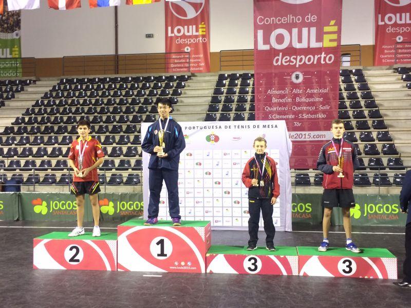Sergi Grau en el podio. (Foto: Aitor Puig)