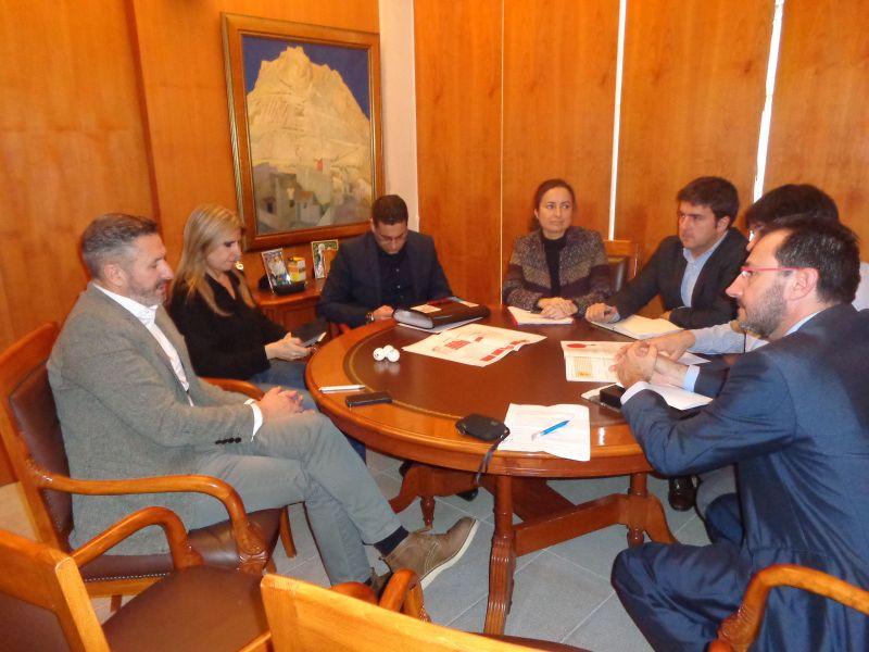 En el Ayuntamiento de Alicante, con Eva Montesinos, Concejal Delegada de Deportes, Turismo y Playas y Agustín Grau, Director del Patronato de Turismo de Alicante.