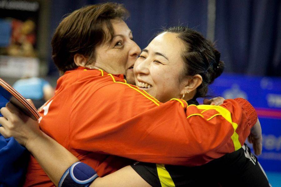 Yanfei Shen celebrando con Adrian Zamfir la importante victoria de hoy. (Foto: Cincuentacientoveinte)