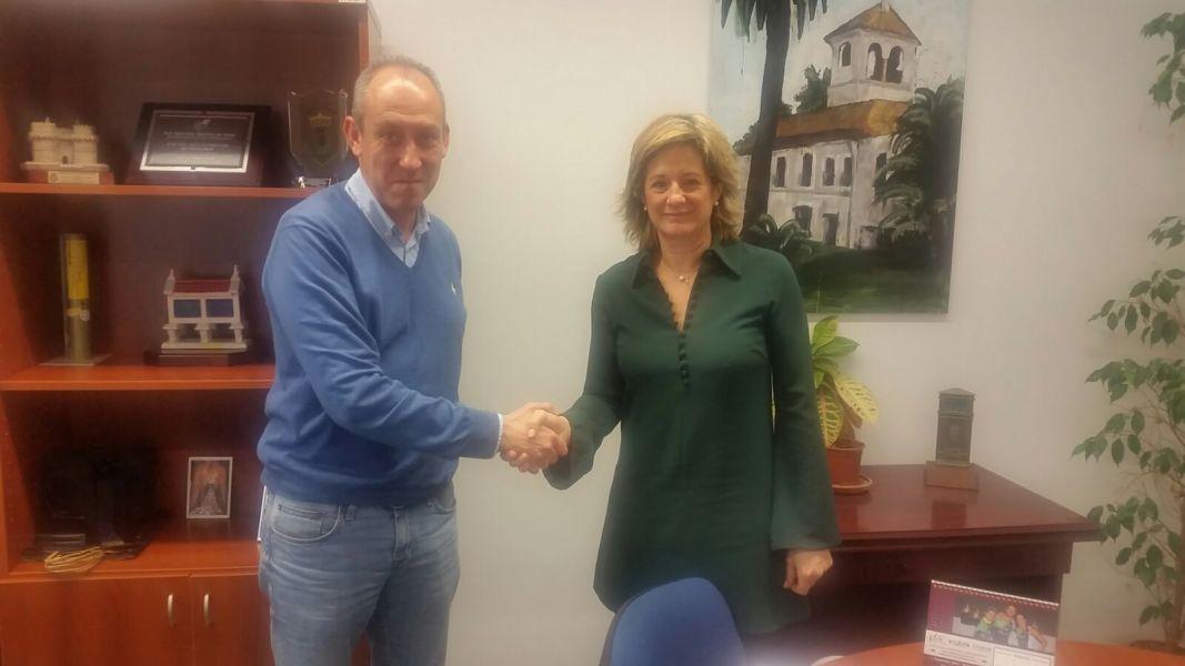 Marta Pajares, presidenta de la AEJVTM, con José Antonio Soriano, Concejal de Deportes del Ayto. de Tomares.