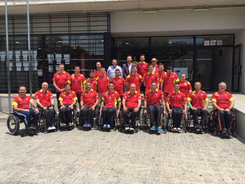 Equipo español y miembros de la RFETM en El Prat de Llobregat.