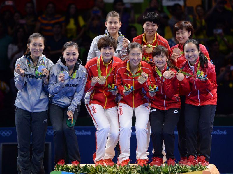 Podio de la prueba de Equipos Femeninos en los JJOO de Río 2016. (Foto: ittfworld)