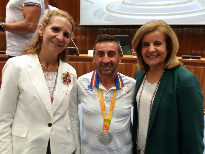 Juan Bautista Pérez con la Infanta Dª Elena y la Ministra Fátima Báñez.
