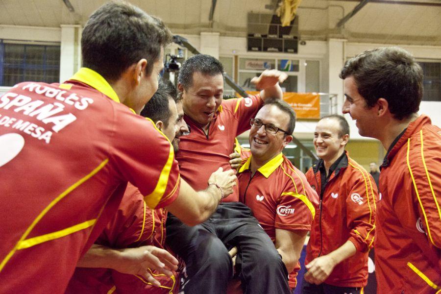 Juanito con sus compañeros. (Foto: Jordi Mesa 50/120)