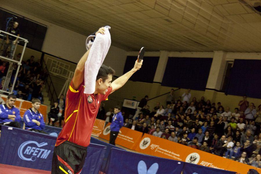 Álvaro Robles celebrando su victoria sobre Shivaev. (Foto: Jordi Mesa 50/120)